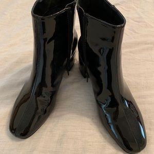 (NWOT) Patent black boot
